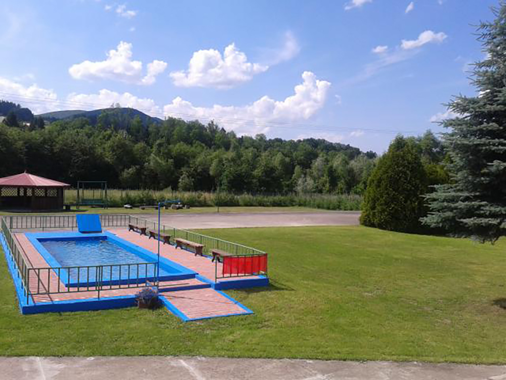 basen w ośrodku
